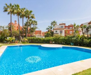 House   Estepona 10 persons - comunal pool p0