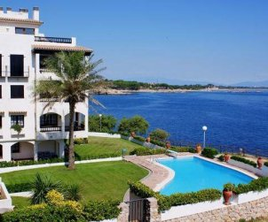 Flat  in L'Escala  for 5 persons with shared pool and sea view  p0