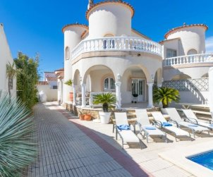 House   Empuriabrava 8 persons - private pool p1