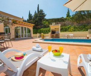 Villa  in Moraira  for 6 persons with private pool, air conditioning and near sea  p2