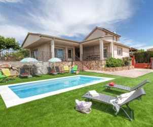House   Vidreres 10 persons - private pool p0