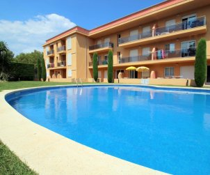 Flat  in l'Escala  for 6 people with communal pool and private parking  p1