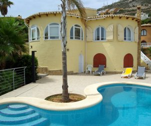 House  in Benitachell  for 4 persons with private pool, sea view and wifi  p1