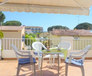 Flat  in l'Escala  for 6 persons with communal swimming pool, parking and near sea  p1