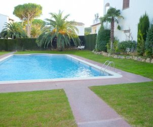 Flat  in l'Escala  for 6 persons with communal swimming pool, parking and near sea  p2
