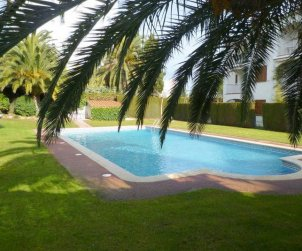 Flat  in l'Escala  for 6 persons with communal swimming pool, parking and near sea  p0