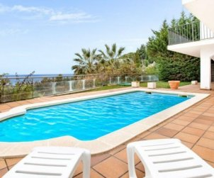 House  in Lloret del Mar  for 10 persons with private pool, air conditioning and beautiful sea view  p0