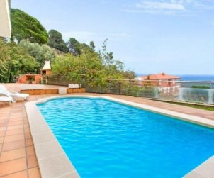 House  in Lloret del Mar  for 10 persons with private pool, air conditioning and beautiful sea view  p2
