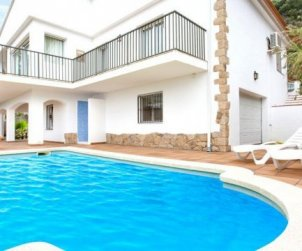 House  in Lloret del Mar  for 10 persons with private pool, air conditioning and beautiful sea view  p1