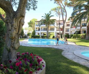Flat  in L'Escala  for 4 people with communal pool and near sea  p1