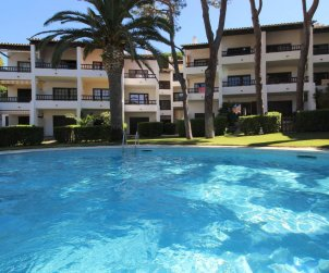 Flat  in L'Escala  for 4 people with communal pool and near sea  p0