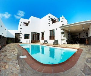 House   Tinajo 6 persons - private pool p0