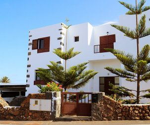 House   Tinajo 6 persons - private pool p1