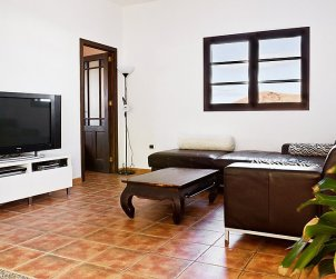 House   Tinajo 6 persons - private pool p2