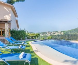 House  in Blanes  for 8 persons with private pool and garden  p0