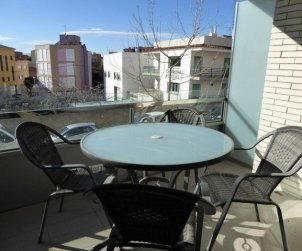 Flat  in Rosas  for 6 persons with air conditioning, private parking and close to the sea  p0