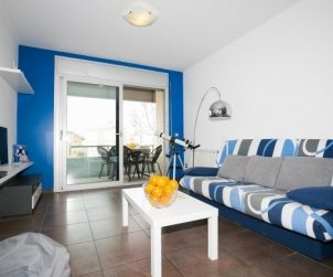 Flat  in Rosas  for 6 persons with air conditioning, private parking and close to the sea  p1