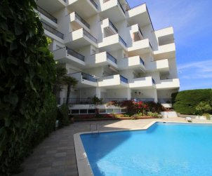 Flat  in l'Escala  for 6 persons with communal pool, sea view and parking  p2
