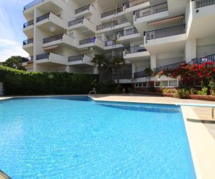 Flat  in l'Escala  for 6 persons with communal pool, sea view and parking  p1