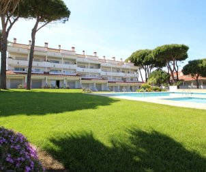 Flat  in L'Escala  for 4 people with communal pool, air conditioning and near sea  p1