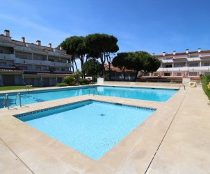 Flat  in L'Escala  for 4 people with communal pool, air conditioning and near sea  p0