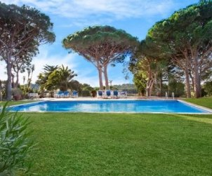 House  in Calella de Palafrugell  for 8 people with private pool, air conditioning and near sea  p1
