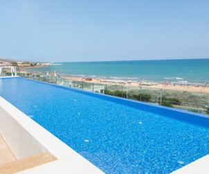 Family apartment  in Alcossebre  for 5 people in a hotel complex with communal pool and direct sea view  p2