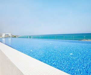 Family apartment  in Alcossebre  for 5 people in a hotel complex with communal pool and direct sea view  p1