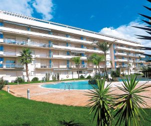 Apartment  in Rosas  for 6 people with shared swimming pool  p0