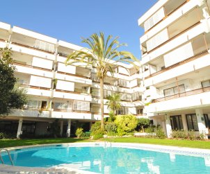 Apartment  in Canet de Mar  for 7 people with shared swimming pool and sea view  p0