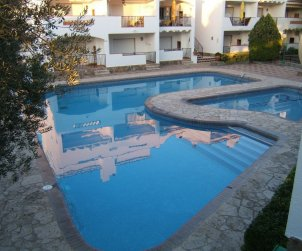Apartment  in Rosas  for 4 people with shared swimming pool  p0