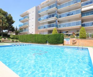 Apartment  in Salou  for 5 people with communal pool and small sea view  p0