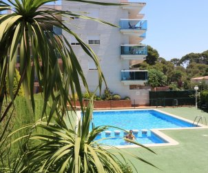 Apartment  in Salou  for 5 people with communal pool and small sea view  p1