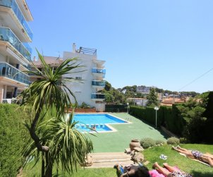 Apartment  in Salou  for 5 people with communal pool and small sea view  p2