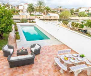 House   Empuriabrava 9 persons - private pool p0