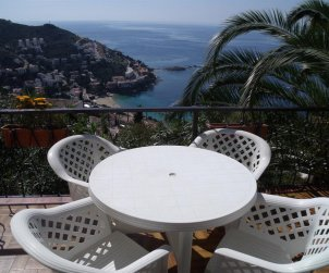 Apartment  in Rosas  for 4 people near the sea  p1