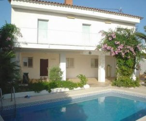 House   Lloret del Mar 8 persons - private pool and parking p0