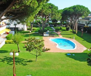 Flat   Calella de Palafrugell 4 persons - comunal pool and near sea p2