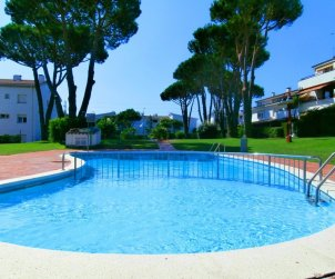 Flat   Calella de Palafrugell 4 persons - comunal pool and near sea p1