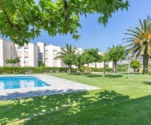 Flat   Calella de Palafrugell 5 persons - comunal pool, parking and near sea p1