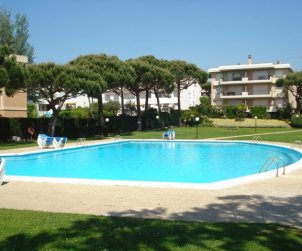 Flat   Calella de Palafrugell 6 persons - comunal pool and near sea p0