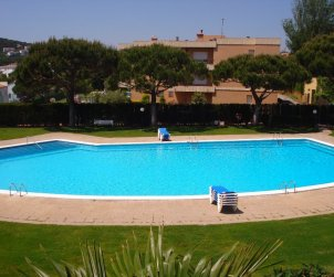 Flat   Calella de Palafrugell 6 persons - comunal pool and near sea p1