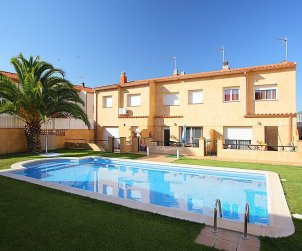 House   Nulles 6 persons - comunal pool p0