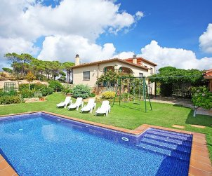 House   Vidreres 6 persons - private pool p0