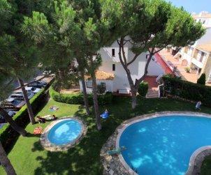 Flat   L'Escala 4 persons - comunal pool and aere acondicionado p1