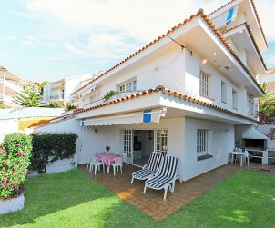 House   Sitges 6 persons - comunal pool p1