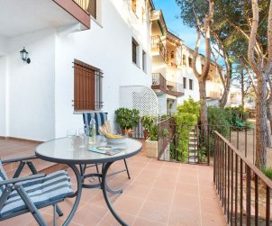 Flat   Calella de Palafrugell 6 persons - parking in the property and near sea p1
