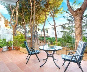 Flat   Calella de Palafrugell 6 persons - parking in the property and near sea p0