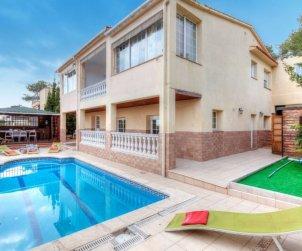 House   Lloret del Mar 14 persons - private pool p0