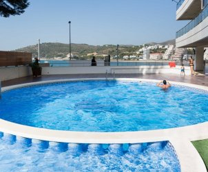 Apartment  in Oropesa del Mar  for 4 people with shared pool and sea view  p1